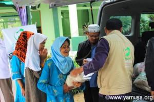 Pembagian Bantuan pangan untuk Warga Dhuafa di Kp Gunung Tangkil