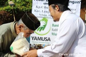 Pembagian Bantuan Pangan di Kp.Cibuluh Desa Langkap Jaya Lengkong-Sukabumi