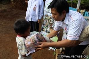 [video] Pembagian Bantuan Pangan di Kp.Cibuluh Langkap Jaya, Kec. Lengkong-Sukabumi