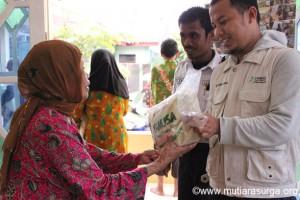 Pembagian Bantuan Pangan [rutin] di Kp.Cimanglid RW 01 Sukamantri-Tamansari