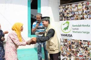 Pembagian Bantuan Pangan di Kp. Cimaraca, Desa Curug, Kec. Jasinga-Bogor