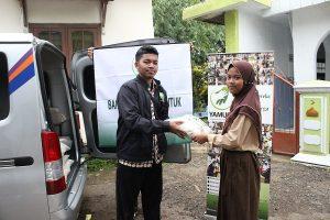 Penyaluran Bantuan Pangan di Kp. Setu Tengah Rt. 03 Desa Sinar Sari Kec. Darmaga kab Bogor.
