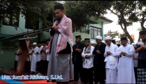 Imam Shalat Iedul Fitri Yang Bersuara Merdu Ini Adalah Ketua Yayasan Mutiara Surga