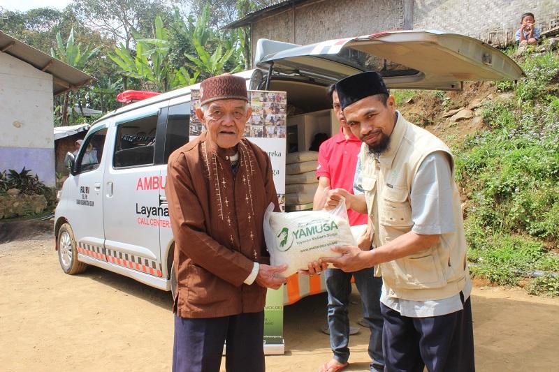 Tebar Pangan di  Kp. Cibulao , Ds. Tugu , Kec. Cisarua , (Puncak) Kab. Bogor.