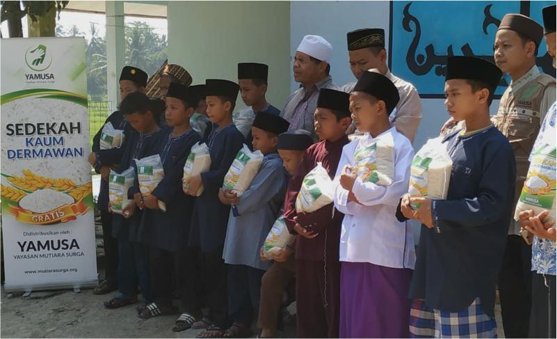 130 PAKET PANGAN UNTUK PONPES AL-MUHAJIRIN