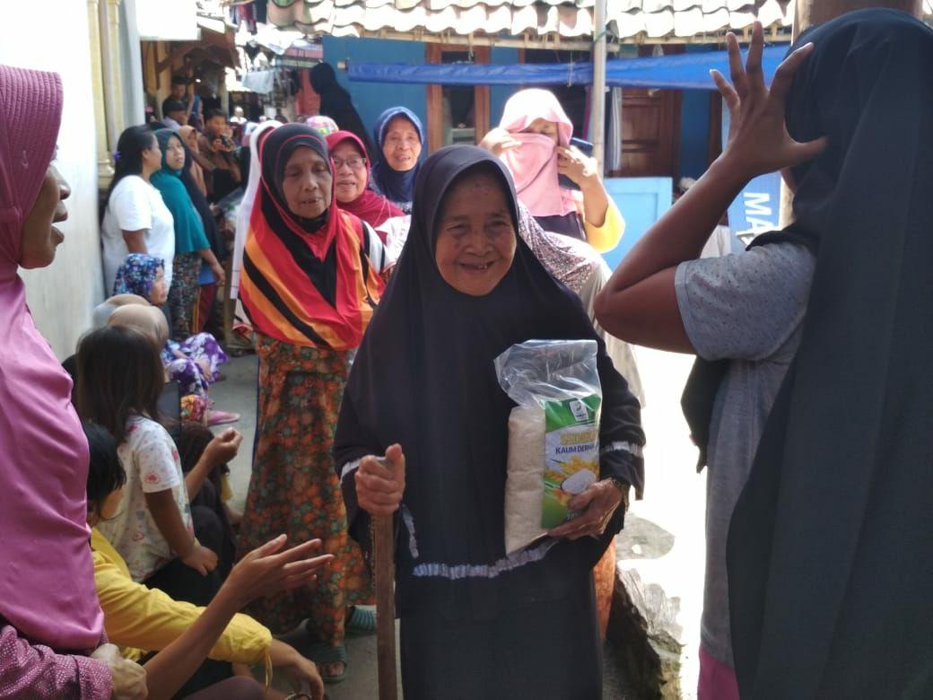 Disambut Warga | Yamusa Berbagi Bantu Kebutuhan Janda, Jompo, Yatim & Faqir