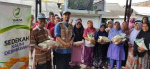 Berbagi 125 Paket Pangan di Cimanglid Bogor