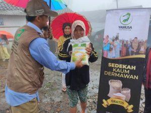 Distribusi Pangan untuk Dhuafa di Cisarua