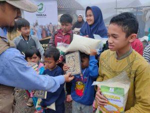 Distribusi Al-Quran untuk Santri TPA dan Yatim Cisarua