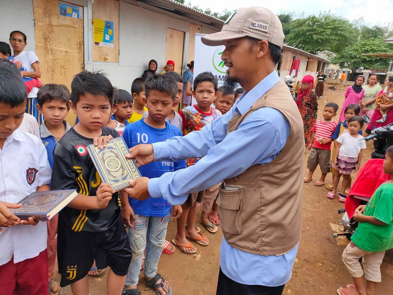 Yamusa Tebar Sejuta Al-Qur'an di Pengungsian Banjir dan Longsor