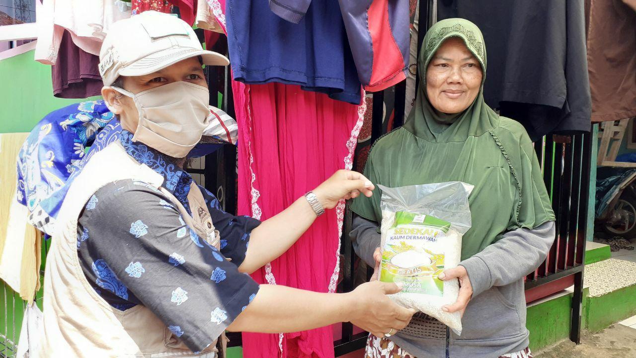 Tebar Pangan untuk Warga Tamansari Bogor