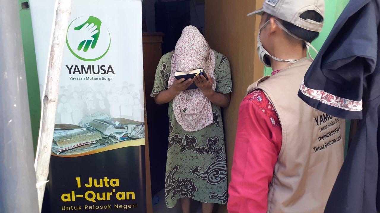 Yamusa Tebar Sejuta Al-Quran Kepada Warga Desa Baranang Siang