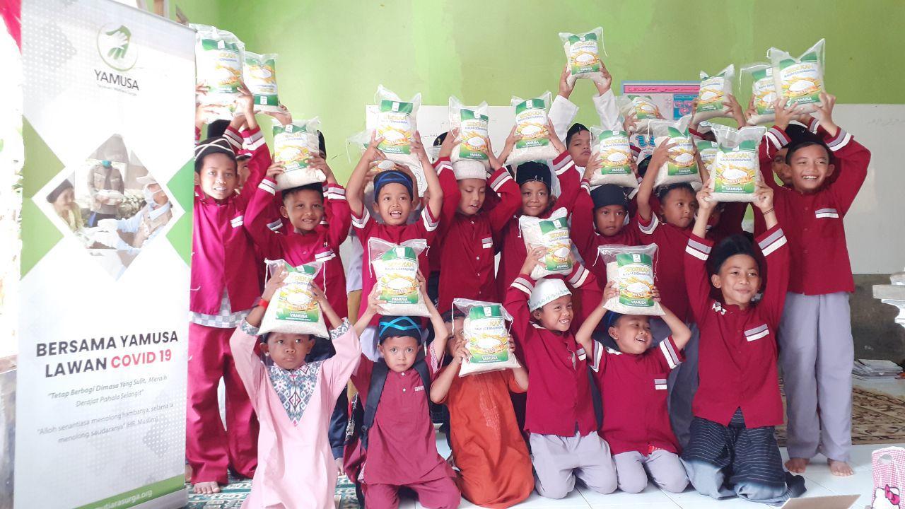 Yamusa Berbagi Paket Pangan Untuk Santri Ponpes Riyadhul Mubtadiin Kec Rumpin Bogor