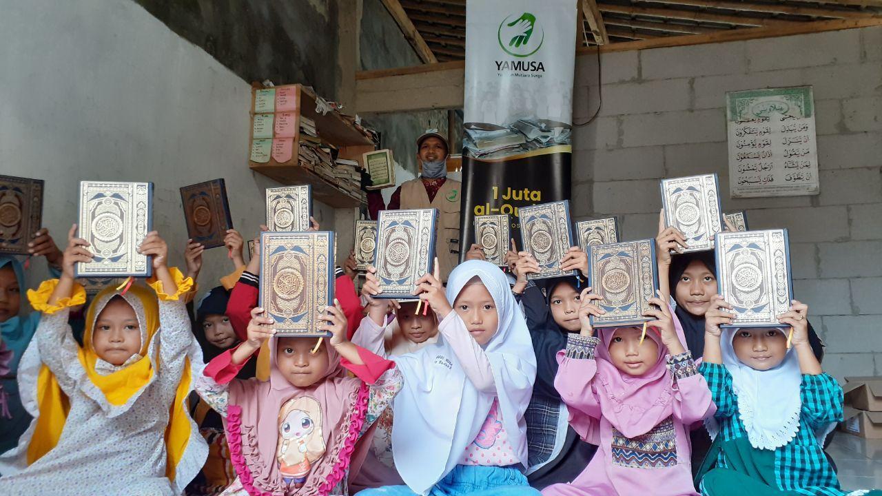 Distribusi Al-Quran untuk Santri Rumah Qur'an Darul Huda