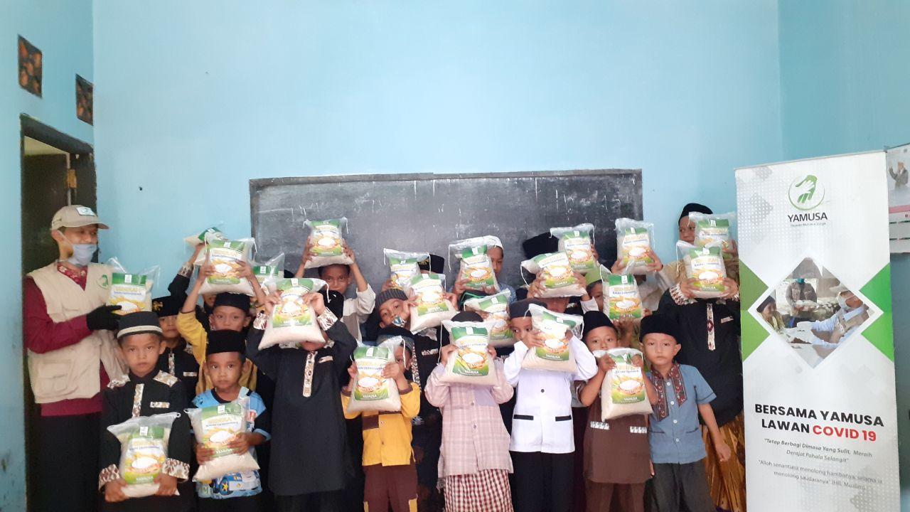 Distribusi Paket Pangan untuk Santri Ponpes An-Nur Kec Rumpin Kab Bogor
