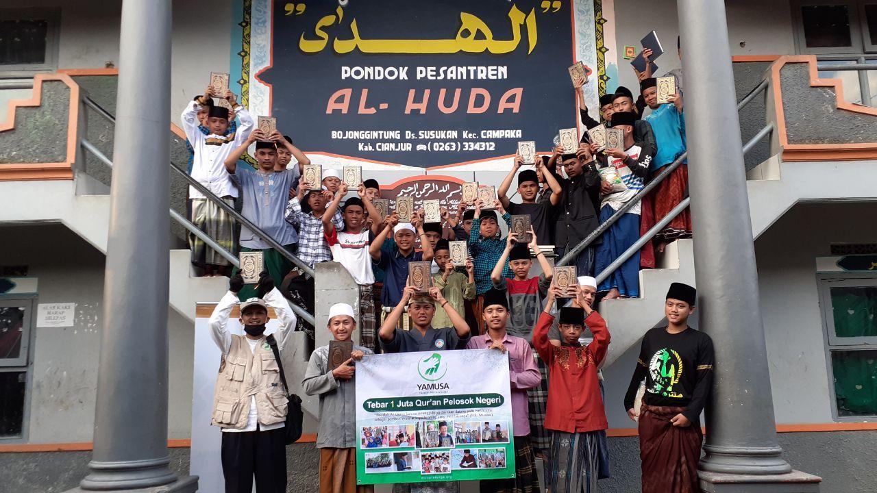 Yamusa Distribusi Al-Quran untuk Santri Penghafal Al-Quran di Ponpes Al-Huda Kec Campaka Kab Cianjur