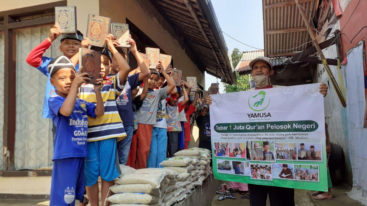 Distribusi Al-Qur'an Untuk Santri TPA Al-Huda Kab Bogor