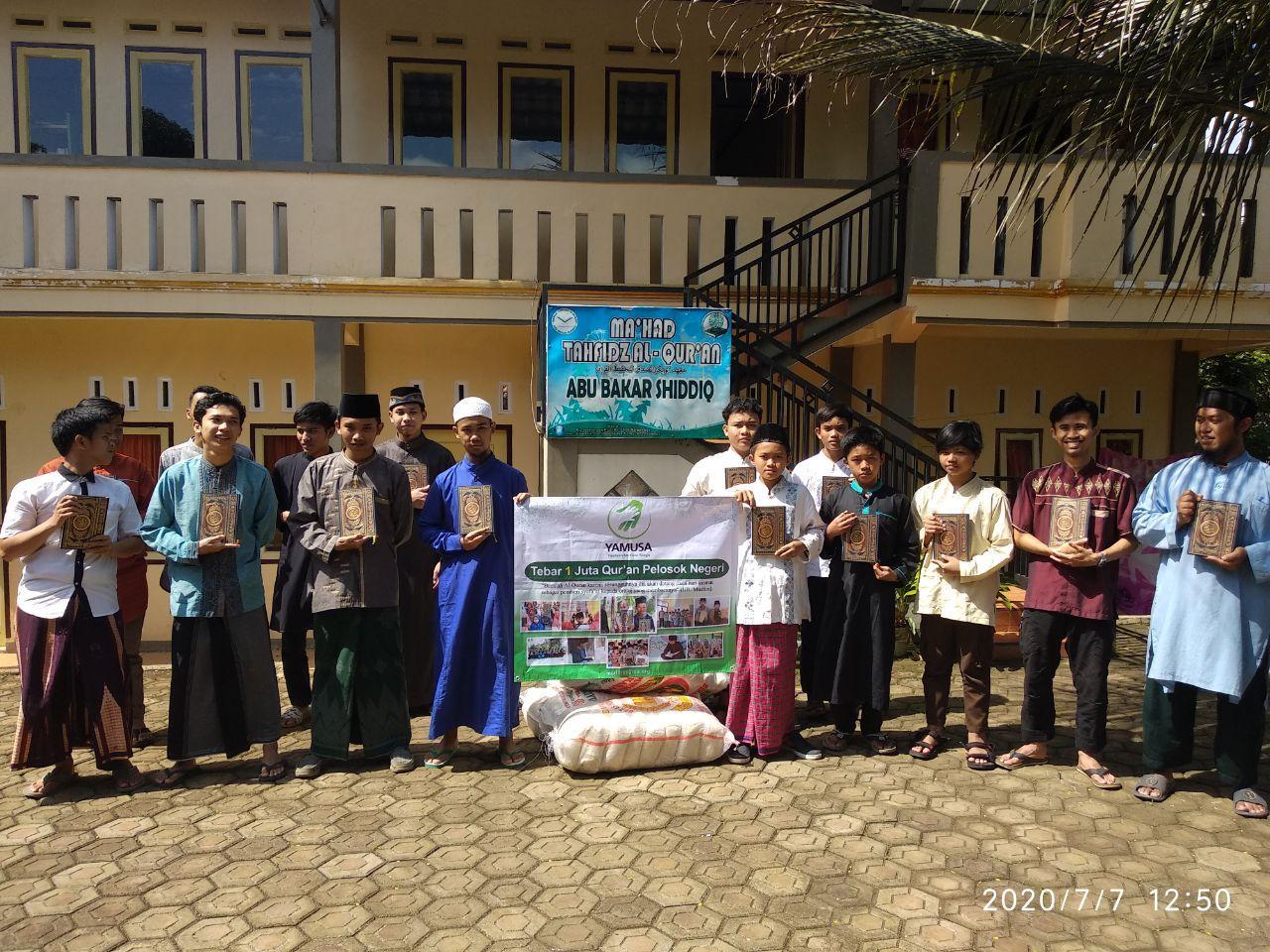 Yamusa Tebar Sejuta Al-Qur'an di Ponpes Abu Bakar Sidik Tasikmalaya