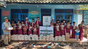 Bantuan Pangan dan Mushaf Al-Qur'an untuk Ponpes Roudhotul Hasanah