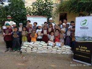 Distribusi Al-Qur'an untuk Santri Yatim dan Dhuafa  Ponpes Tahfidz Qur'an Al-Wafie