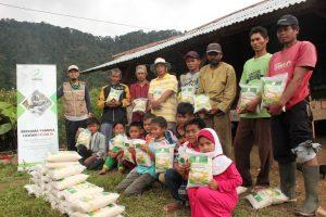Berbagi Pangan dan Mushaf Al-Qur'an di Wilayah Kp Cisadone Kab Bogor