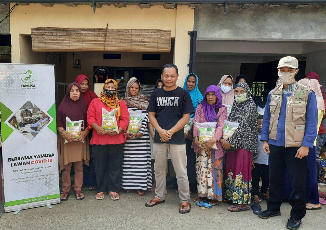 Distribusi Beras untuk Warga Kp Bubulak Bogor