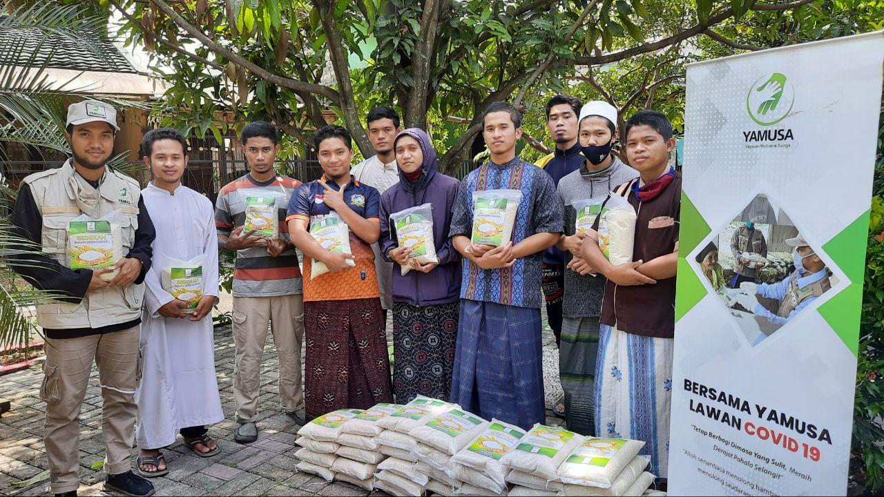 Bantuan Pangan untuk RQ. Muqorrobah Tanah Sareal Bogor