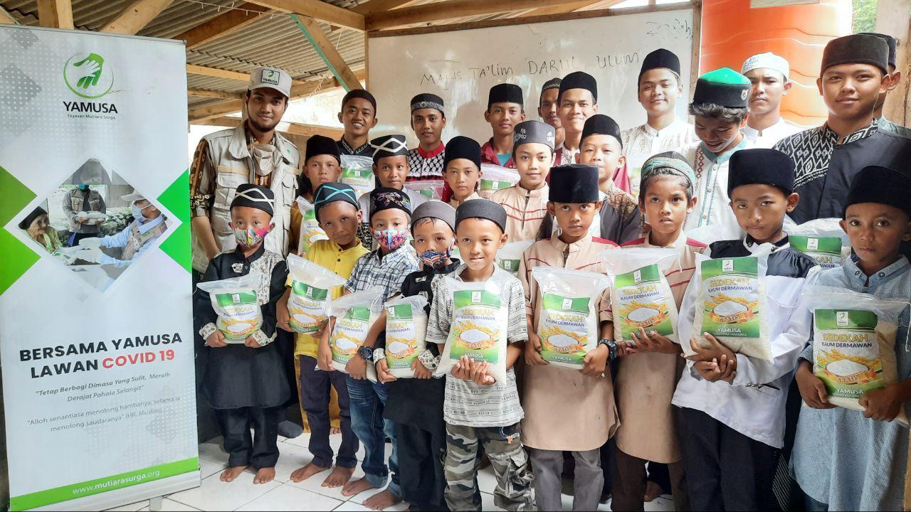 Bantuan Pangan untuk Santri Yatim Kec Rumpin Bogor