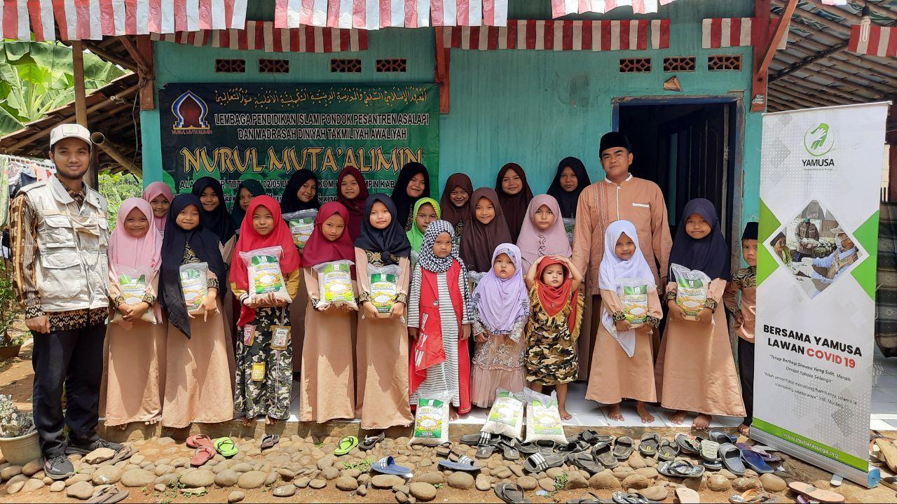 Wakaf Al-Qur'an untuk Santri Yatim Majlis Nurul Mutha'alimin