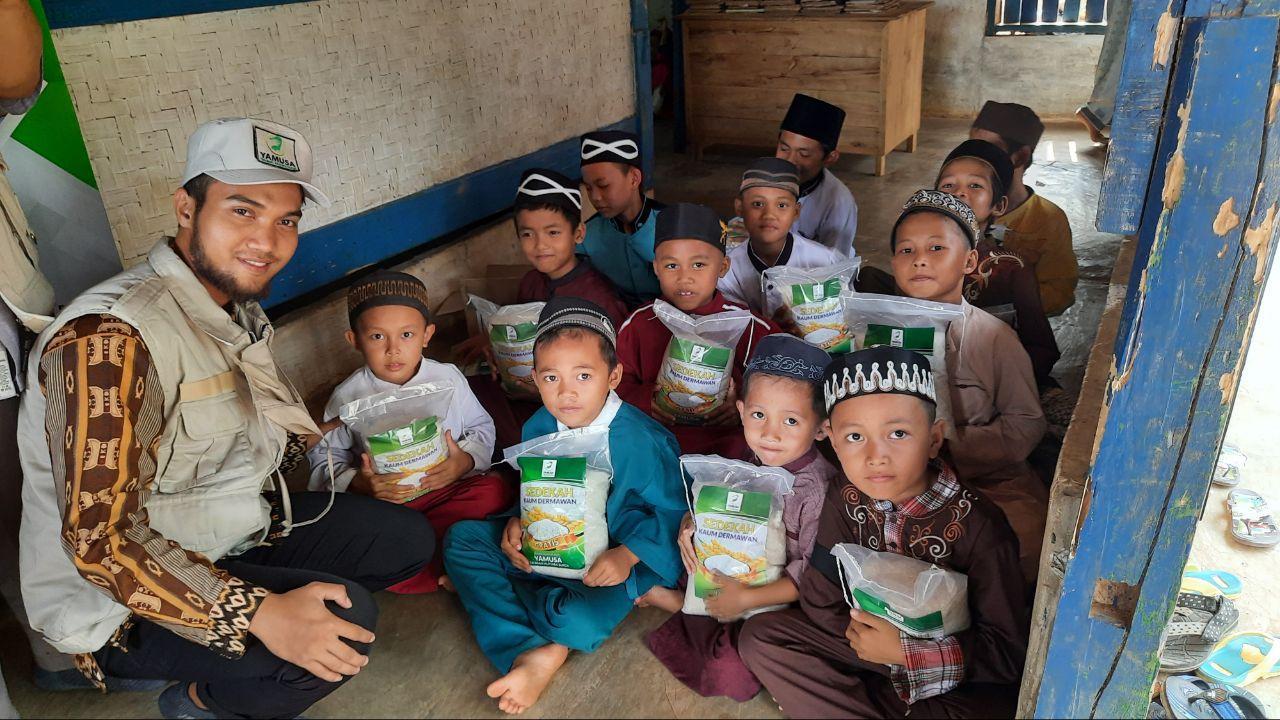 Yamusa Berbagi Pangan untuk Ponpes Roudattabi'in Bogor