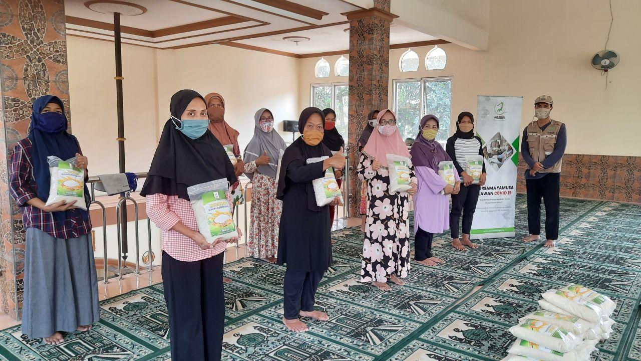 Berbagi Pangan untuk Yatim dan Dhuafa di Masjid Jami' Al-Hidayah Kab Bogor