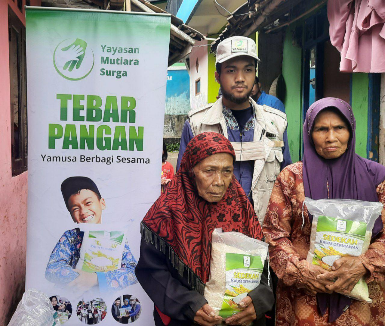 Distribusi Beras ke Warga Dhuafa Kab Sukabumi