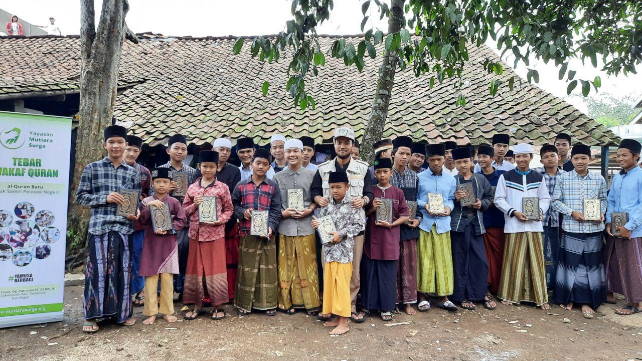 Distribusi Al-Qur'an ke Ponpes Yatim Darul Ibtida'