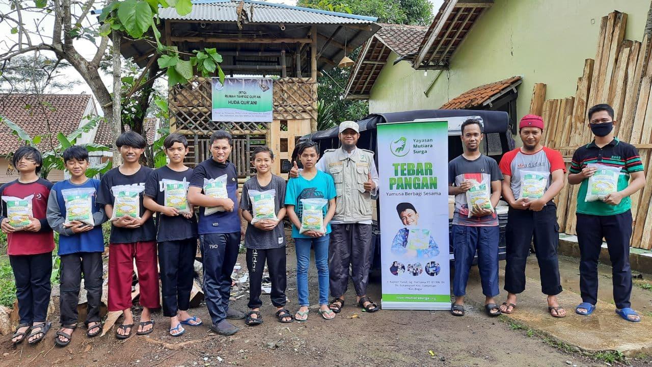 Yamusa Tebar Pangan di Ponpes RQ Huda Qur'ani Tasikmalaya