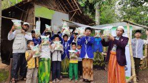 Distribusi Beras ke Ponpes Manba'ul Hikmah