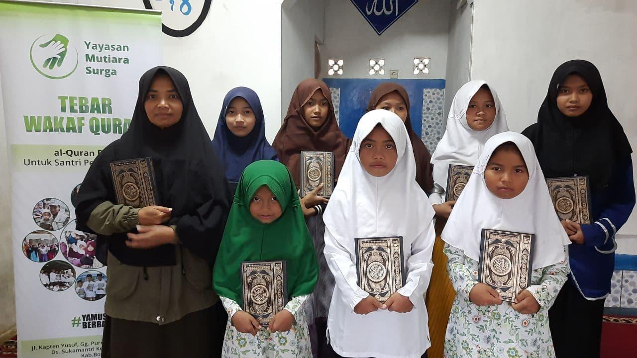 Distribusi Mushaf Al-Qur'an ke Ponpes Nurul Hikam Tasikmalaya