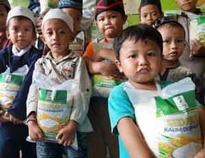 Bantuan Pangan untuk Santri-santri TPA Khoirul Ummah Yatim Bogor