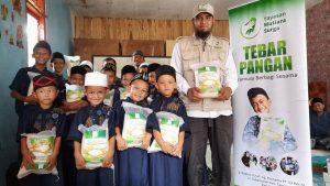 Distribusi Beras ke TPA Nurul Hasan Yatim dan Dhuafa Bogor
