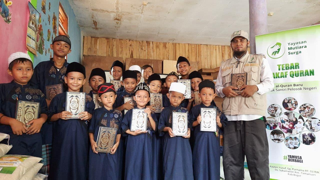 Wakaf Al-Qur'an untuk Para Santri TPA Nurul Hasan Kec Rumpin Bogor