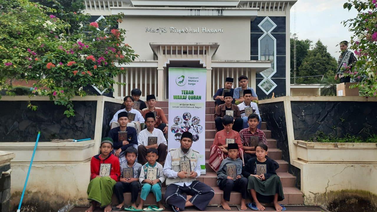 Wakaf Al-Quran untuk Para Santri Ponpes Abu Dzar Tasik