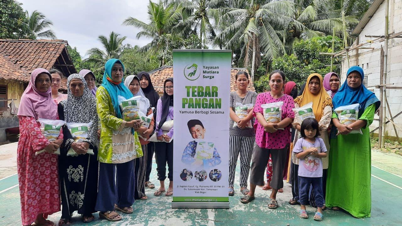 Distribusi Paket Pangan kepada Para Dhuafa Bogor