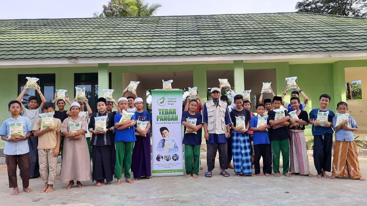 Distribusi Paket Pamgam ke Ponpes  Darut Taufiq Bogor
