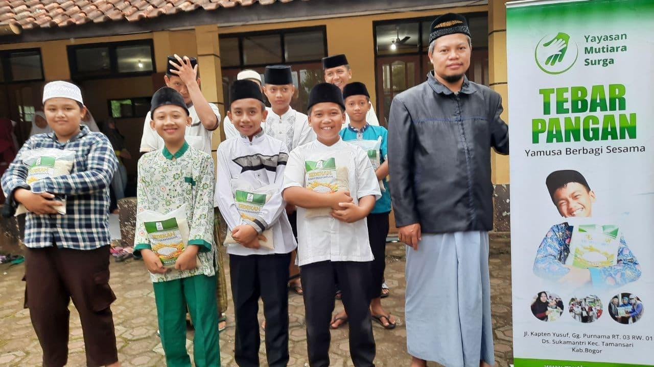 Bantuan Pangan untuk Ponpes Miftahu Salam Tasikmalaya