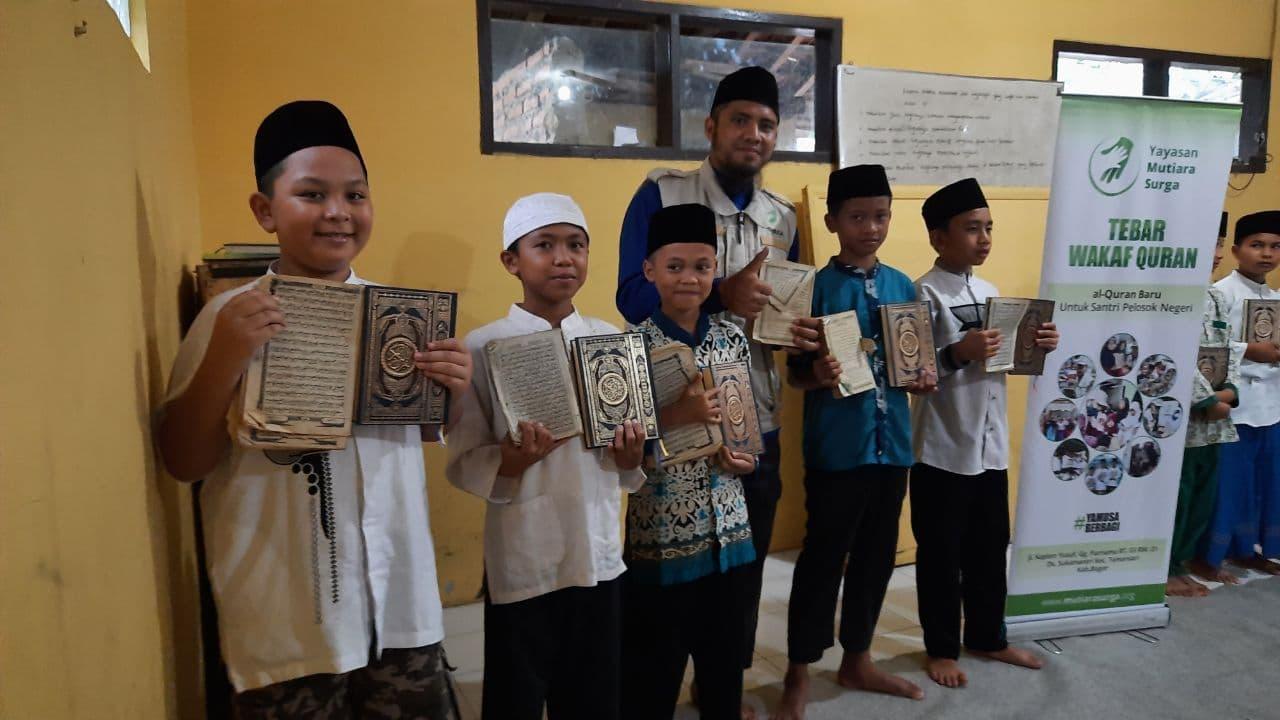 Wakaf Al-Quran untuk Ponpes Miftahu Salam
