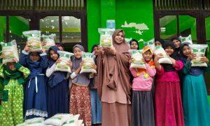 Bantuan Pangan untuk Para Santri Ponpes Darul Ulum Tasikmalaya