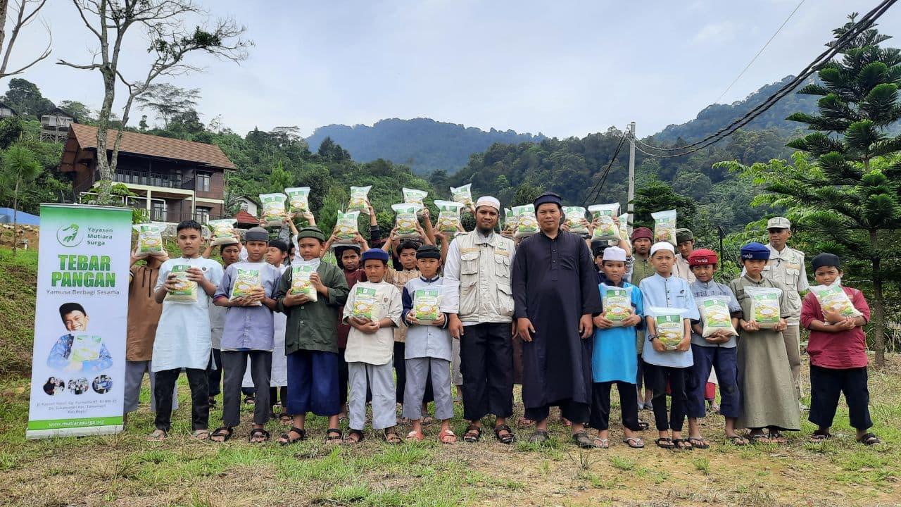 Bantuan Pangan dan Mushaf Al-Quran untuk Ponpes Ibnu Sabil