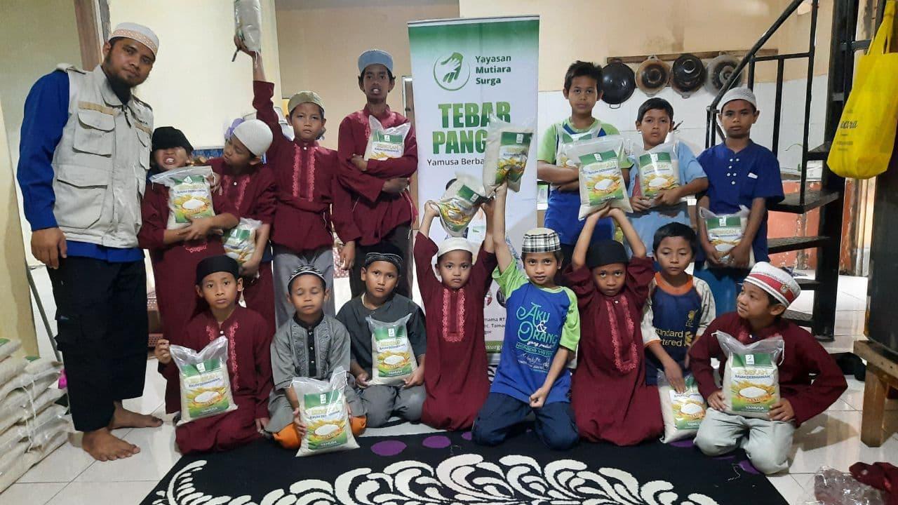 Bantuan Pangan untuk Ponpes Yatim Al-Barokah Bogor