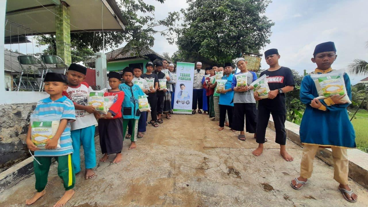 Distribusi Paket Pangan ke Ponpes Yatim Al-Muhajirin Bogor