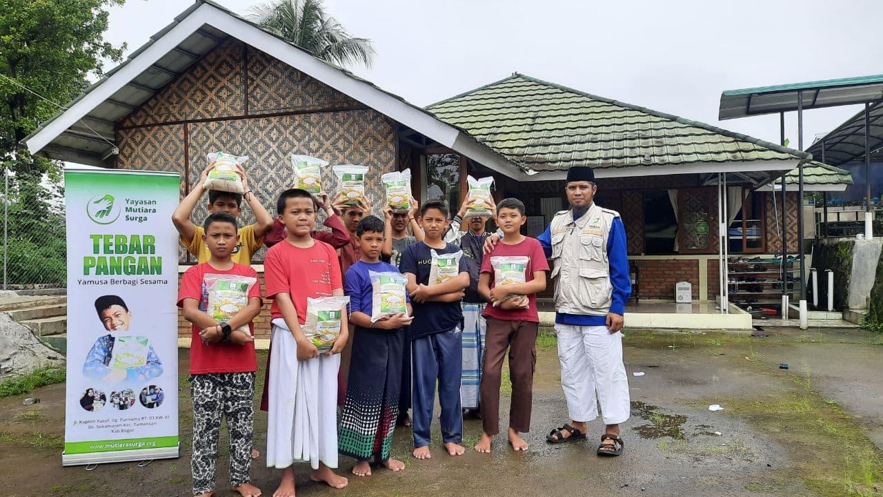 Bantuan Pangan untuk Ponpes Taufiq Ar-Rahman