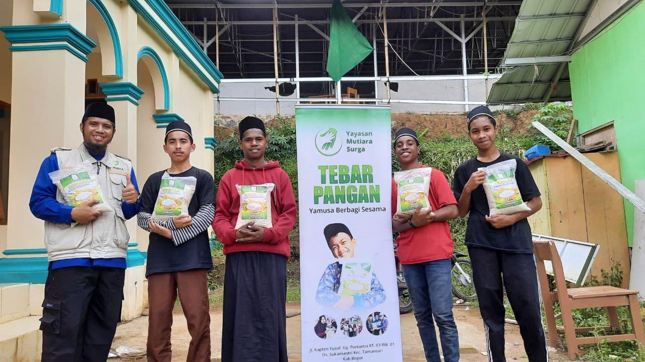 Berbagi Pangan untuk Ponpes Tahfidzul Quran di Tasikmalaya JABAR